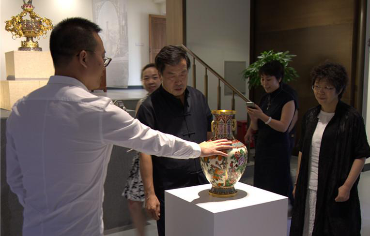 Rong Hui achieved strategic cooperation with the cultural communication of the Palace Museum in Beijing. The culture creation center unveiled today.