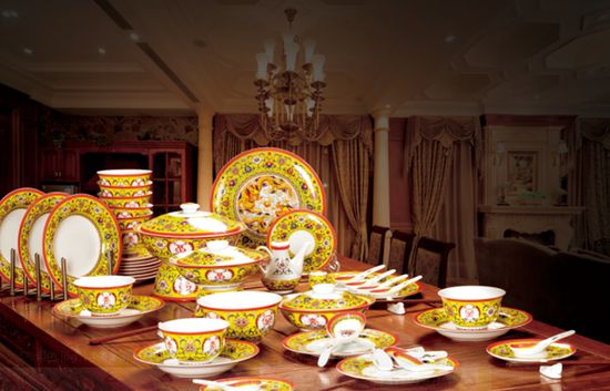 "The Imperial Palace first released ""Health and peace• royal Porcelain banquet"". Experts give high praise to it"