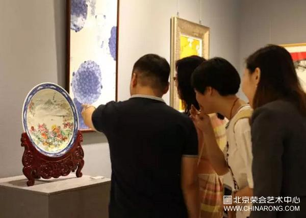"The collection plate of ""Concentric Intepreting Dream"" appeared in Chinese people's Political Consultative Conference Museum of literature and history"